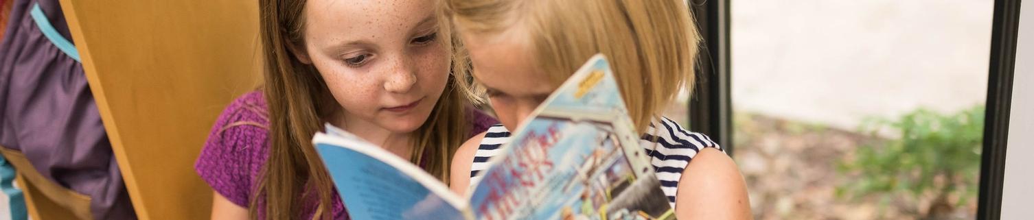 El girls reading
